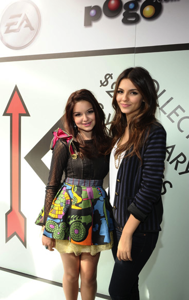 Ariel Winter (Modern Family), Victoria Justice at Monopoly Booth