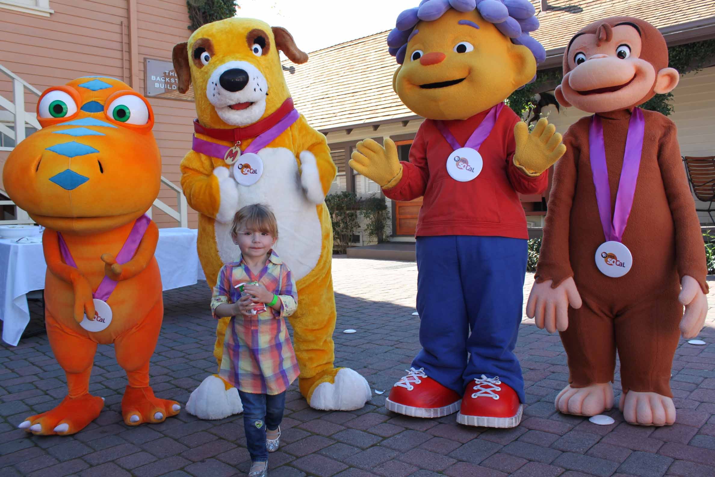 Hollywood Mom Blog Parties with Elmo & Curious George at ...