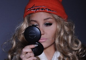 Amanda-Bynes-new-look-mirror
