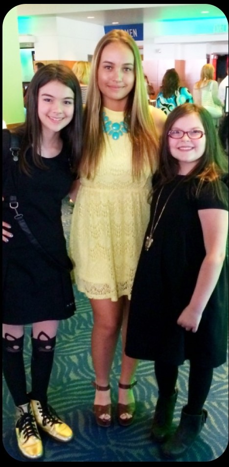 Fashionable Child Actor trio entering the theater!